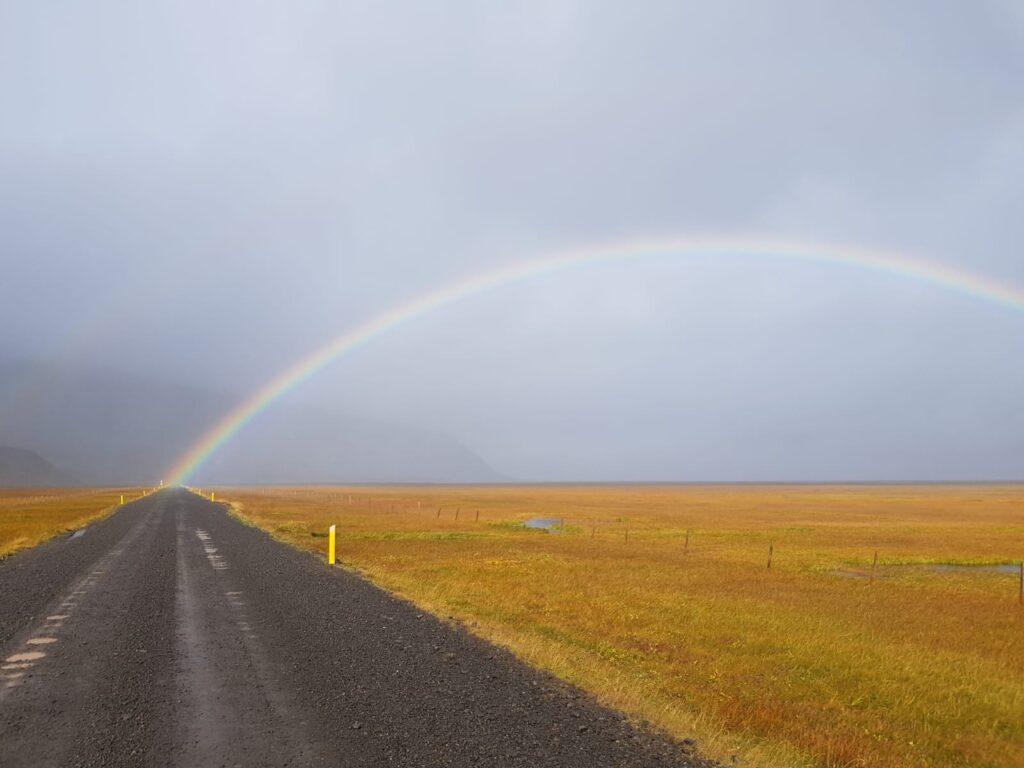 Regenbogen in Island im Urban Bulli Camper