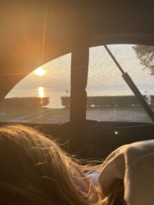 Sonnenuntergang im Bulli Camper