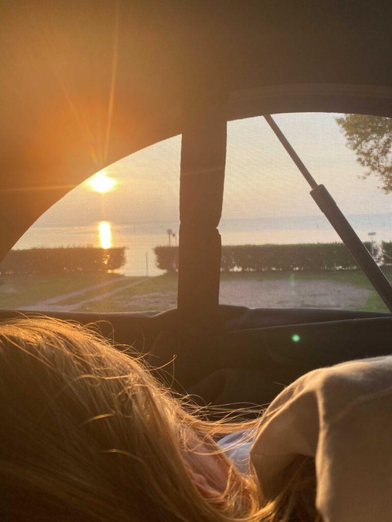 Sonnenuntergang im URBAN BULLI Camper