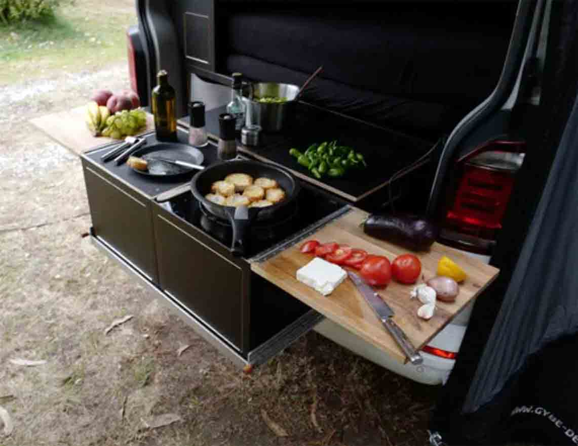 VW Bulli Bus Extras Essen outdoor Calibox Heckküche draußen kochen Urban Bulli ab Stuttgart mieten